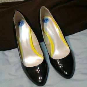 Etienne Aigner Terra Black Patent Heels 7.5